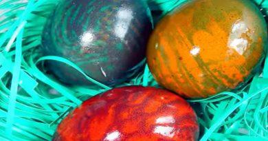 Farbanje jaja – Mermerna jaja uz pomoć margarina