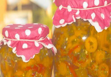 Zimska salata – zimnica (paprika,šargarepa i beli luk u tegli)