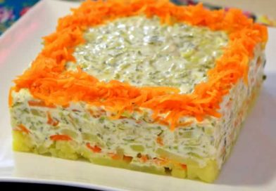 Sočna i jednostavna salata od krompira i kiselim krastavcima (Posno)