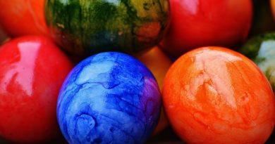 3 veoma kreativna načina farbanja jaja – konopac, džak i kesa metode