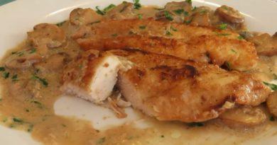 Piletina u Kremastom Umaku od Šampinjona – Chicken with Creamy Mushroom Sauce