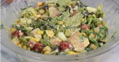 Savršena salata sa najboljim dresingom od grčkog jogurta i parmezana koju pravim za sve proslave
