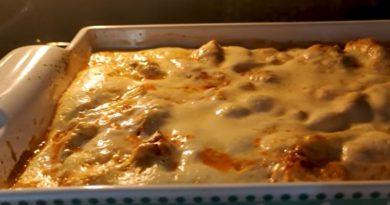 Zapečeni makaroni s jogurtom i piletinom – brz i jeftin ručak za celu porodicu