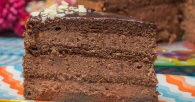 Nugatica: Raskošna nugat torta, bogatog ukusa čokolade i lešnika.
