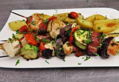 Ideja za ručak – ražnjići od piletine i povrća u rerni