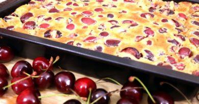 Vocni kolac sa visnjama ili tresnjama, mekan i socan: Sprema se za 5 minuta