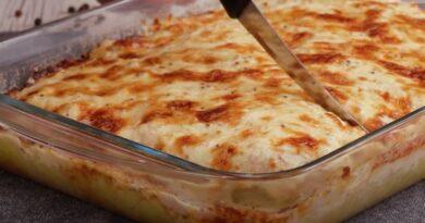 Brzinski ručak sa svinjskim mesom i krompirom: Poređajte, pa sve zalijte da bude još sočnije